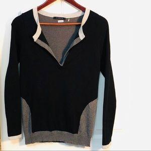 🦄3/$35. CYRUS Flattering Deep V-neck Sweater